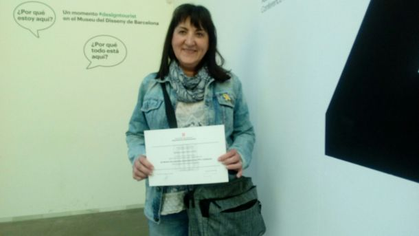 viky amb diploma premi emprenedoria social catalunya